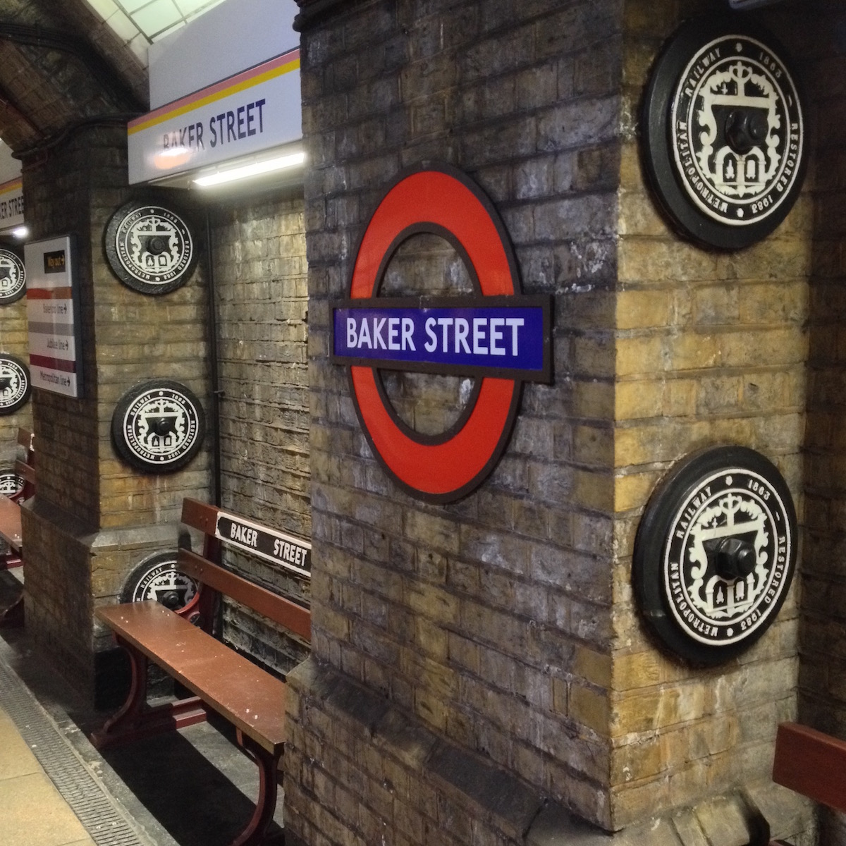 Sitzbänke in Baker Street