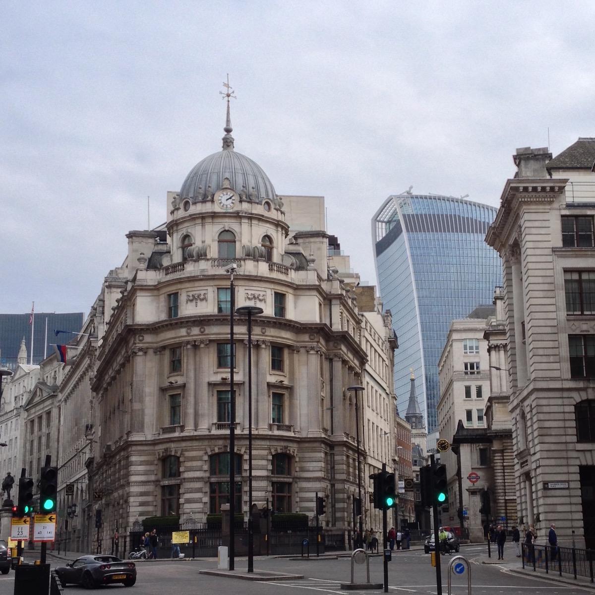 Alte vs. neue Gebäude