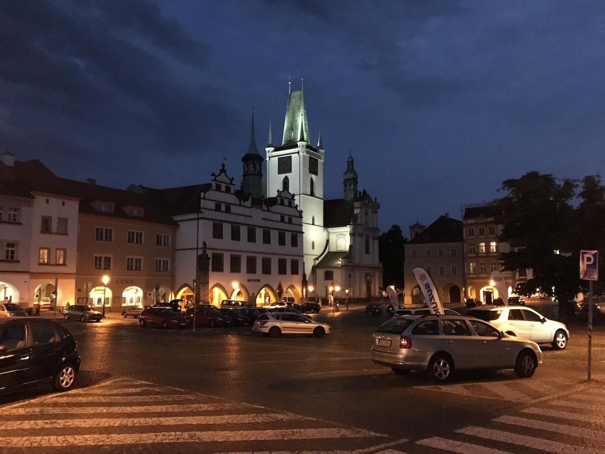 Der Platz in der Nacht