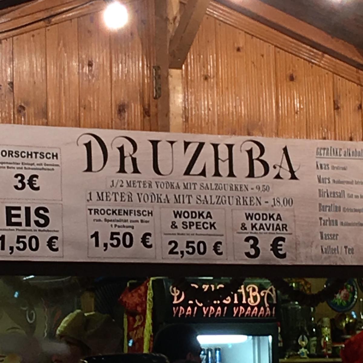 Stand: ½ Meter Wodka mit Salzgurken