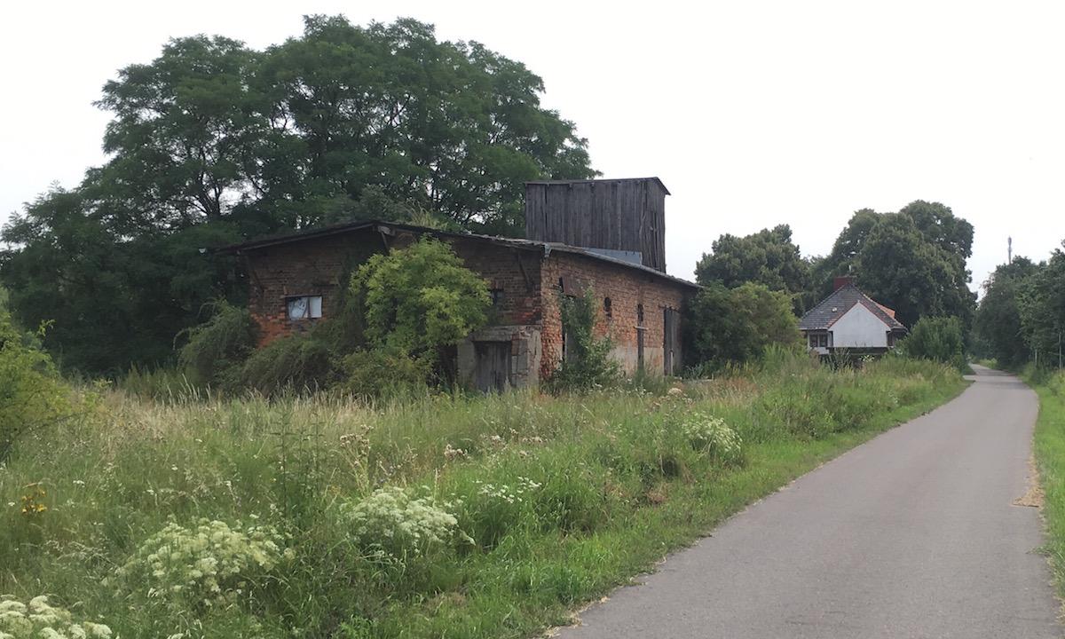 Altes Bahn-Gebäude